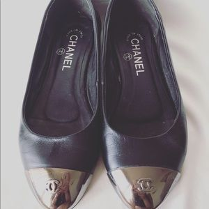 CHANEL Black and silver ballerinas